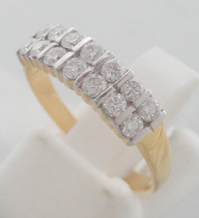 แหวนทองคำฝังเพชรแท้รูปทรงกลมเกสรขนาด 0.04x14 กะรัต น้ำขาว 96-97 ตัวเรือนทอง yellow gold น้ำหนักทองรว