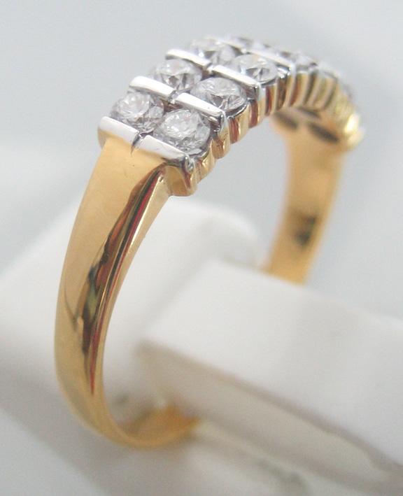 แหวนทองคำฝังเพชรแท้รูปทรงกลมเกสรขนาด 0.04x14 กะรัต น้ำขาว 96-97 ตัวเรือนทอง yellow gold น้ำหนักทองรว 2