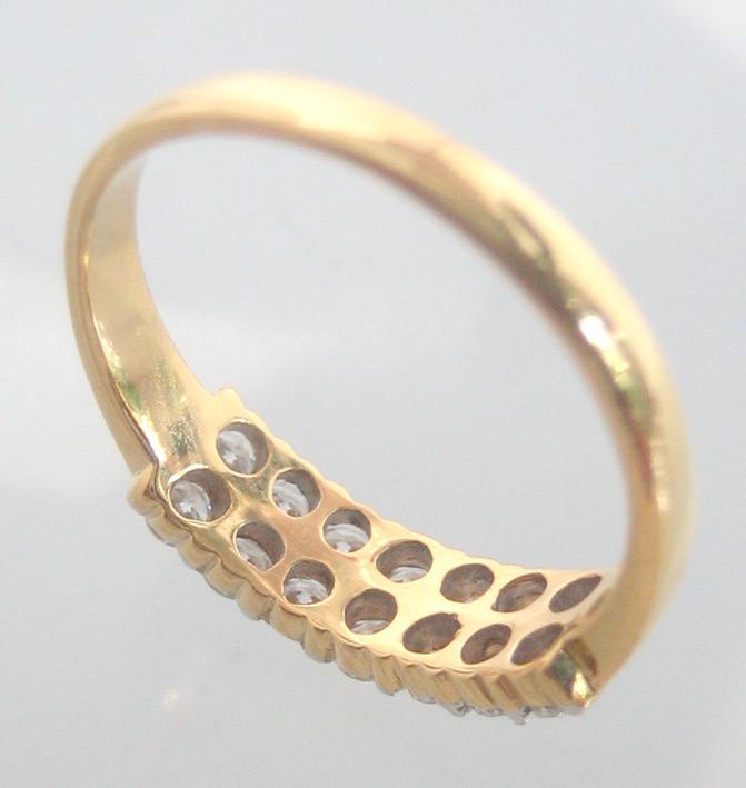 แหวนทองคำฝังเพชรแท้รูปทรงกลมเกสรขนาด 0.04x14 กะรัต น้ำขาว 96-97 ตัวเรือนทอง yellow gold น้ำหนักทองรว 3