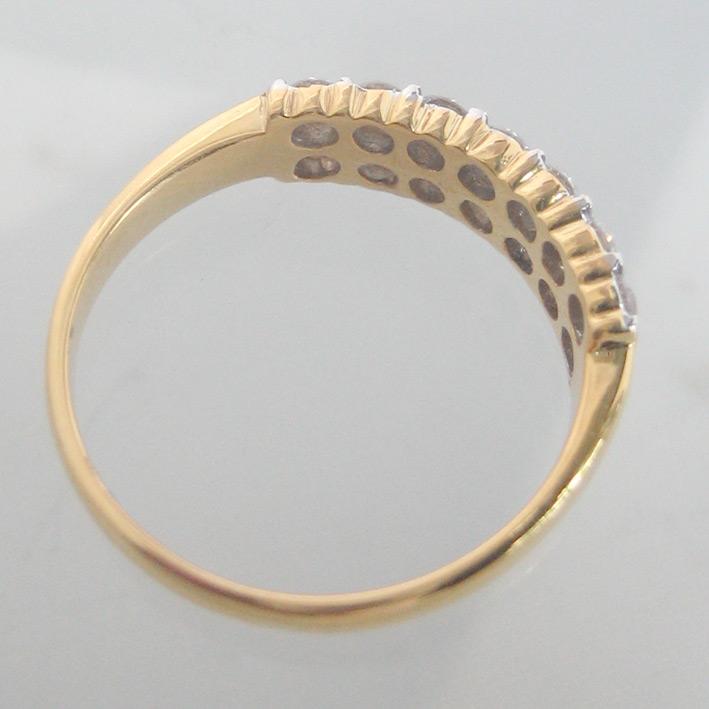 แหวนทองคำฝังเพชรแท้รูปทรงกลมเกสรขนาด 0.04x14 กะรัต น้ำขาว 96-97 ตัวเรือนทอง yellow gold น้ำหนักทองรว 4