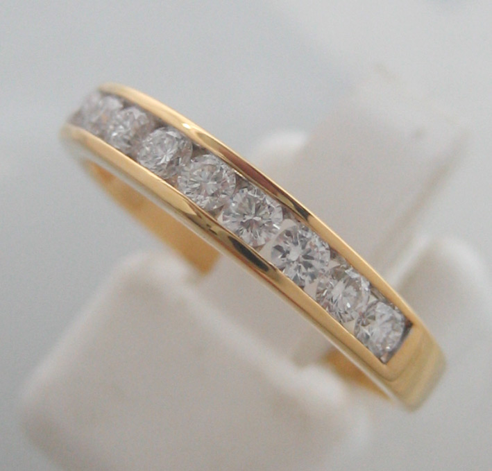 แหวนทองขาวฝังเพชรแท้ 0.04x10 กะรัต น้ำขาว 95-96 น้ำหนักทองช่างรวม 2.8 กรัม size 53 (ขนาดวงนิ้วย่อขยา
