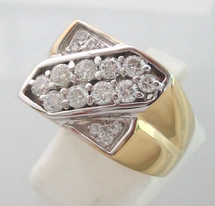 แหวนทองคำดีไซน์ประดับเพชรแท้ขนาดรวมน้ำหนัก 0.90 กะรัต เบลเยี่ยมคัตไฟดีไม่มีตำหนิ ตัวเรือนทอง 90 น้ำ
