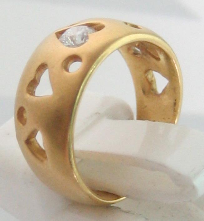แหวนทองคำประดับเพชรแท้เม็ดเดี่ยวขนาด 0.15 กะรัต ตัวเรือนทอง 90 ฉลุลวดลายหัวใจ น้ำหนักทองรวม 4.4 กรั 2