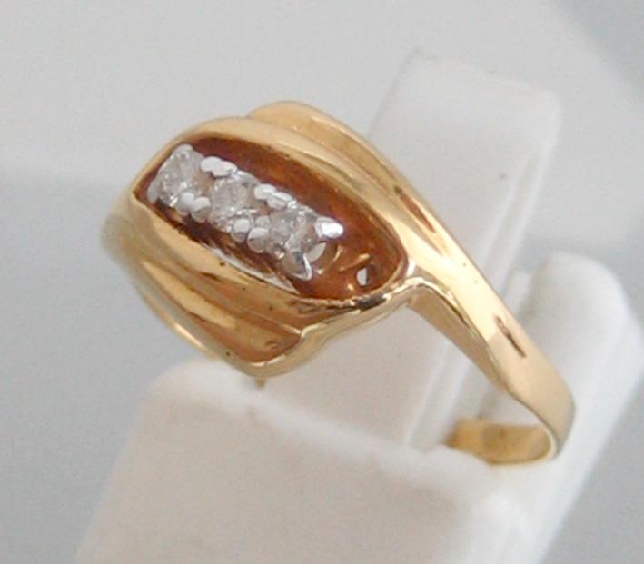 แหวนทองคำประดับเพชรแท้  3 เม็ด ตัวเรือนทอง 90 น้ำหนักทอง 2.2 กรัม size 50 (ขนาดวงนิ้วย่อขยายได้ด้วย