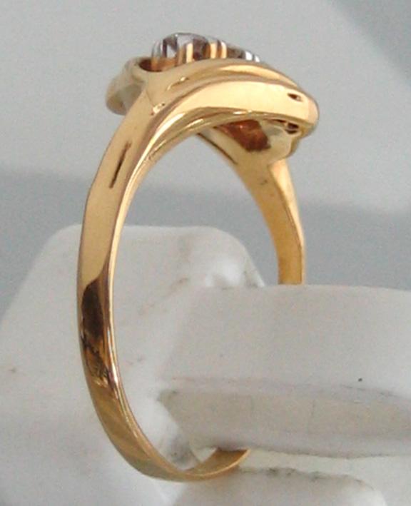 แหวนทองคำประดับเพชรแท้  3 เม็ด ตัวเรือนทอง 90 น้ำหนักทอง 2.2 กรัม size 50 (ขนาดวงนิ้วย่อขยายได้ด้วย 3