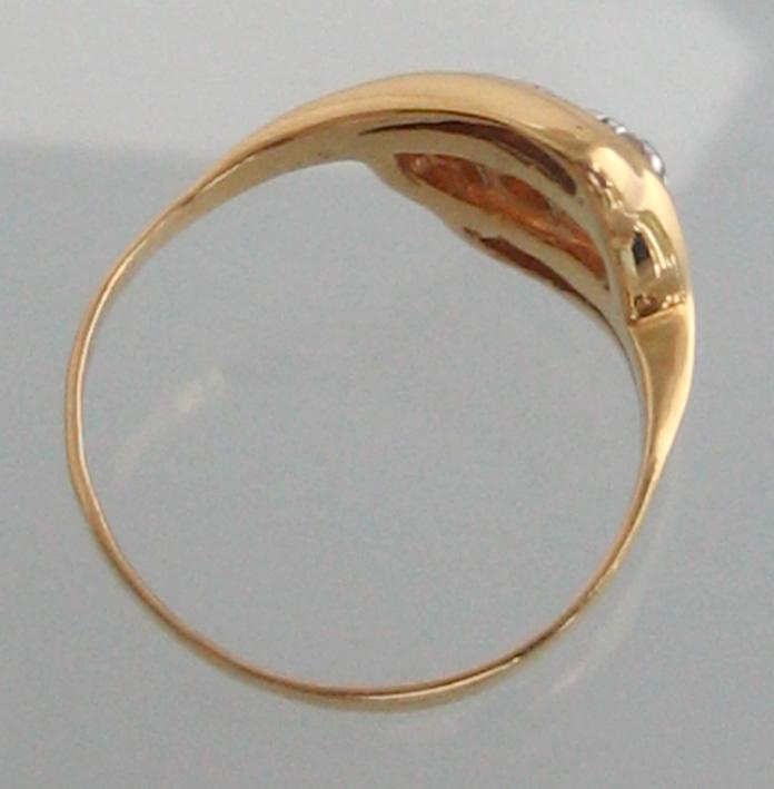 แหวนทองคำประดับเพชรแท้  3 เม็ด ตัวเรือนทอง 90 น้ำหนักทอง 2.2 กรัม size 50 (ขนาดวงนิ้วย่อขยายได้ด้วย 4
