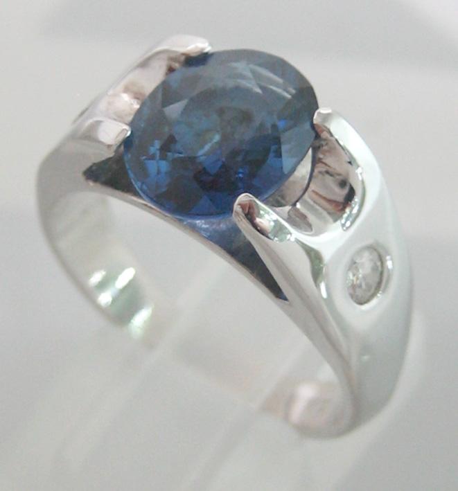 แหวนทองขาว 18k ฝังเพชรแท้ขนาด 0.10x2 กะรัต น้ำขาว 98 เบลเยี่ยมคัตไฟดีไม่มีตำหนิ ประดับพลอยไพลินแท้เจ