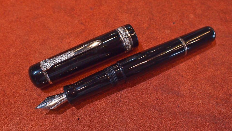 ปากกาหมึกซึม krone crystal colection ตัวเรือนอครีลิคลายสลับเงินแท้ silver 925 ประดับคลิสตัลแท้ ระบบส