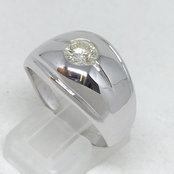 แหวนทองขาวฝังเพชรแท้ขนาด 0.72 กะรัต น้ำขาว 93 ไฟดีไม่มีตำหนิ ตัวเรือนน้ำหนัก 8.5 กรัม size 64 (ขนาดว