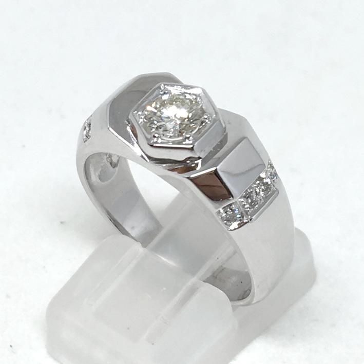 แหวนทองขาวฝังเพชรแท้เม็ดหลัก น้ำหนัก  0.39 กะรัต น้ำขาว 95 ไฟดีไม่มีตำหนิ เม็ดรอง 8 เม็ด รวมน้ำหนัก