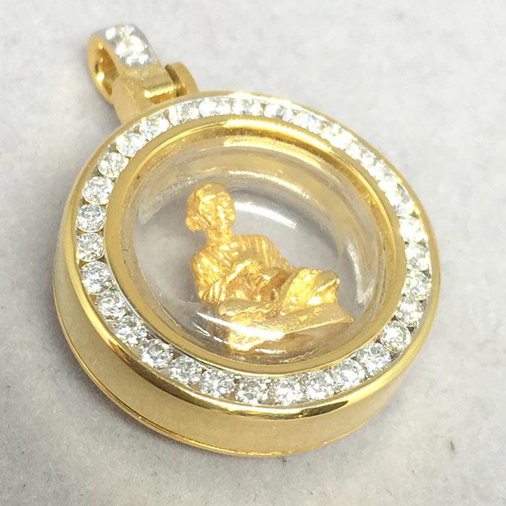 พระทองคำสมเด็จโต ใส่ตลับทองคำแท้ฝังเพขรแท้รวมน้ำหนัก 0.57 กะรัต ทอง 90 น้ำหนัก 5.6 กรัม ขนาด 2.6x1.