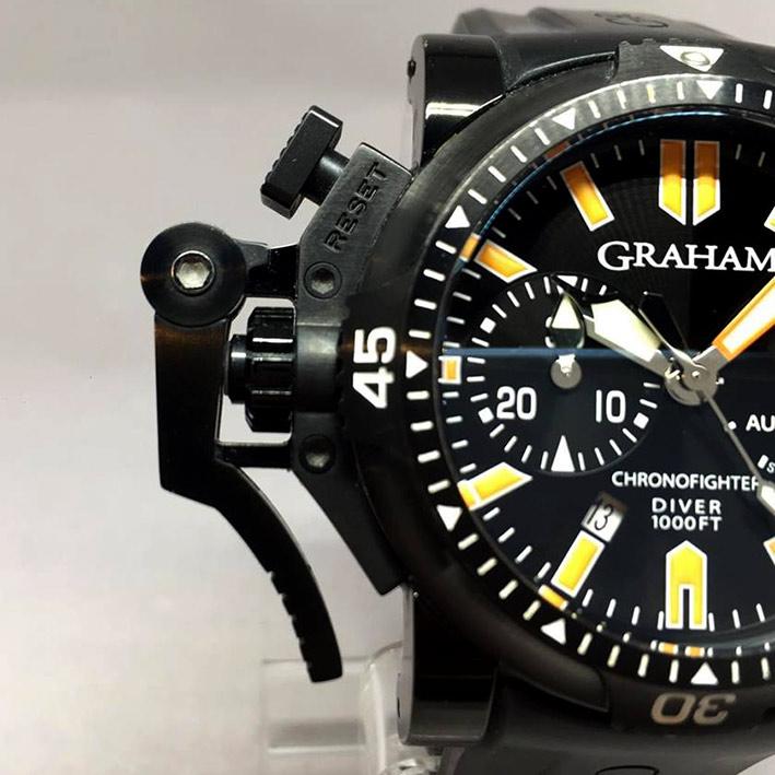 Graham Chronofighter Oversize Diver Deep Orange Stahl size ขนาด 47mm หน้าปัดดำพิมพ์พรายน้ำส้ม บอกวัน 1