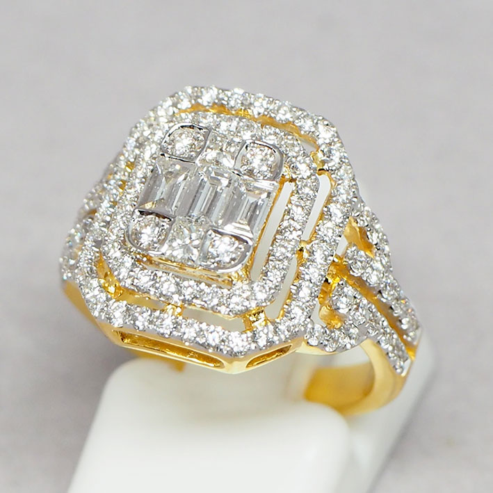 แหวนทองคำประดับเพชรแท้รวม 118 เม็ด รวมน้ำหนัก 1.70 กะรัต น้ำขาว 96 ตัวเรือนทอง 90 น้ำหนักรวม 5.6 กร
