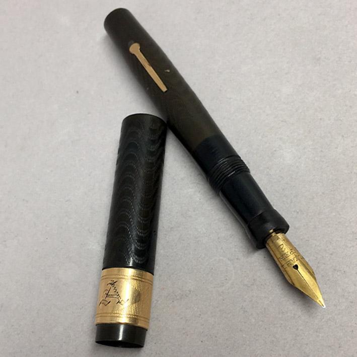 ปากกาหมึกหมึกซึม WAHL Fountain Classic 1940 ตัวด้ามสี้น้ำตาลแกะลาย วัสดุ BAKELITY หุ้มด้วยปลอกทอง 14 4