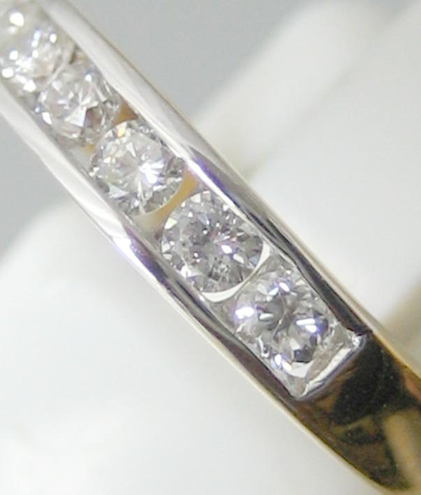 แหวนทองคำฝังสอดเพชรแท้ 8 เม็ดรวมน้ำหนัก 0.35 กะรัต น้ำขาวไฟดัไม่มีตำหนิ ตัวเรือนทอง 90 น้ำหนักช่างร 1