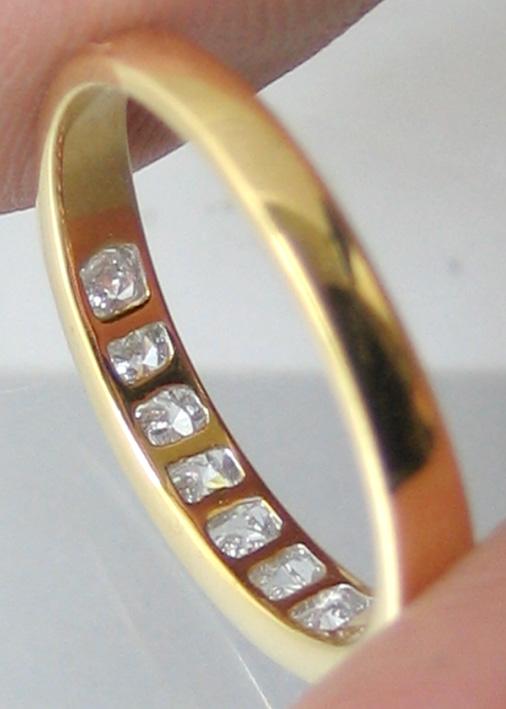 แหวนทองคำฝังสอดเพชรแท้ 8 เม็ดรวมน้ำหนัก 0.35 กะรัต น้ำขาวไฟดัไม่มีตำหนิ ตัวเรือนทอง 90 น้ำหนักช่างร 2