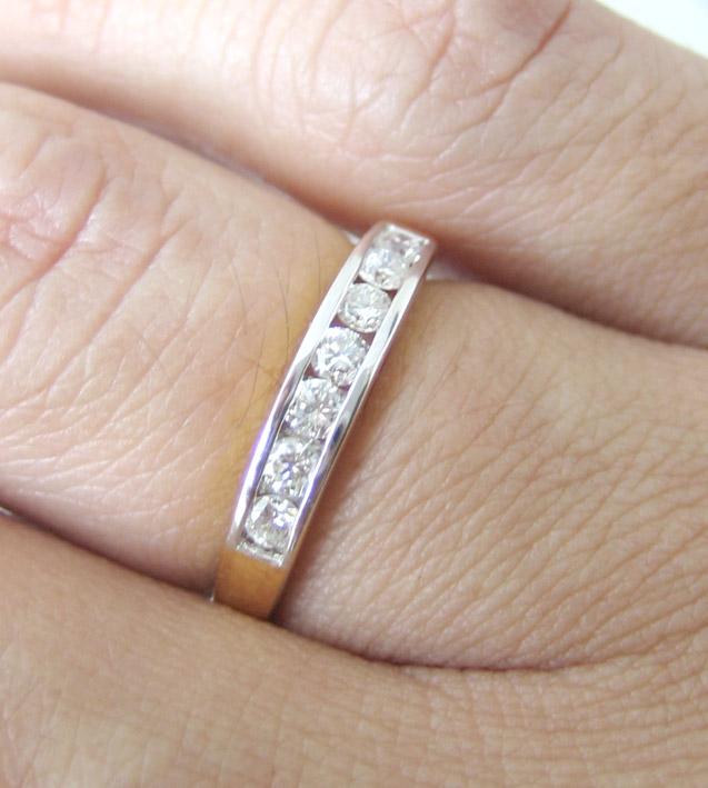 แหวนทองคำฝังสอดเพชรแท้ 8 เม็ดรวมน้ำหนัก 0.35 กะรัต น้ำขาวไฟดัไม่มีตำหนิ ตัวเรือนทอง 90 น้ำหนักช่างร 4