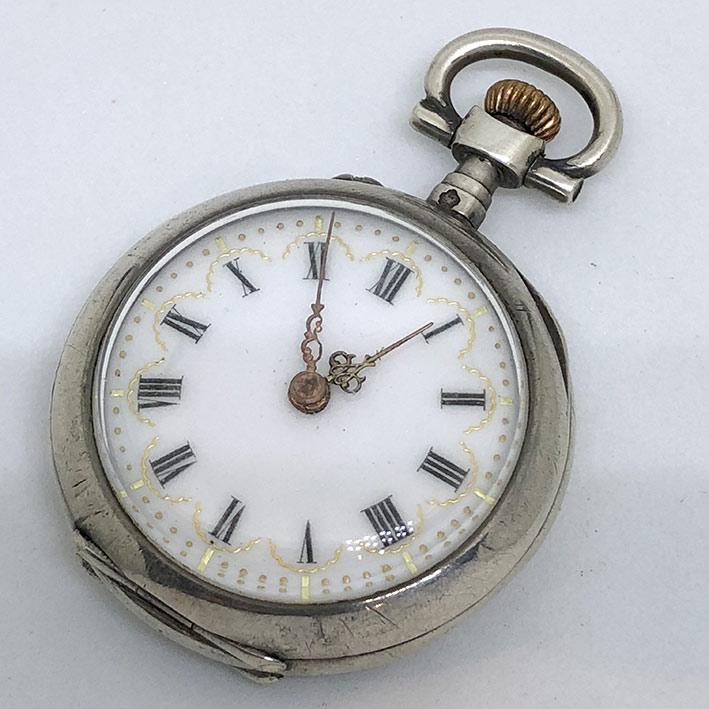 นาฬิกาพกไขลาน pocket watch 1900 ขนาดตัวเรือน 30 mm หน้าปัดกระเบื้องขาวพิมพ์โรมันดำ เดินเวลา 2 เข็มโร