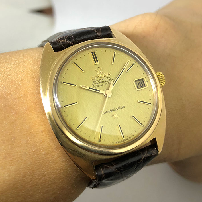 OMEGA Costellation date 1970 chronometer 18k gold ขนาด 36mm หน้าปัดทองคำประดับหลักเวลาขีดทองลงยาดำ บ