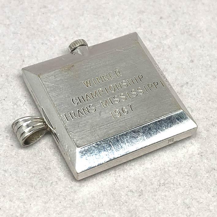 นาฬิกาห้อยคอ OMEGA ไขลาน  1950  หน้าปัดบรอนซ์เงินประดับหลักเวลาขีดสลับเพชรแท้ 7 เม็ด เดินเวลา 2 เข็ม 4