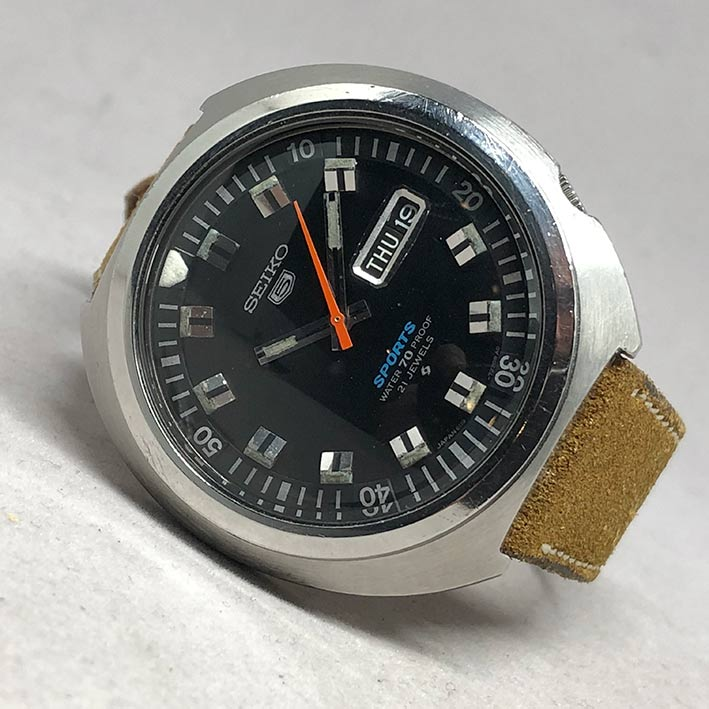 Seiko 5 Sport 70proof 6119-7160 Automatic 1970s Size 43mm หน้าปัดดำประดับหลักเวลาขีดพรายน้ำ บอกวันแล