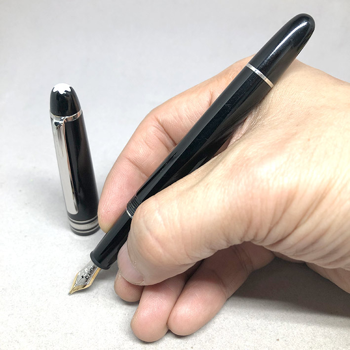 MONTBLANC Meisterstück classic ปากเขียนเป็นทอง 14k วัสดุตัวเรือนอครีลิคดำ ชุดเหน็บและชิ้นประดับเคลือ