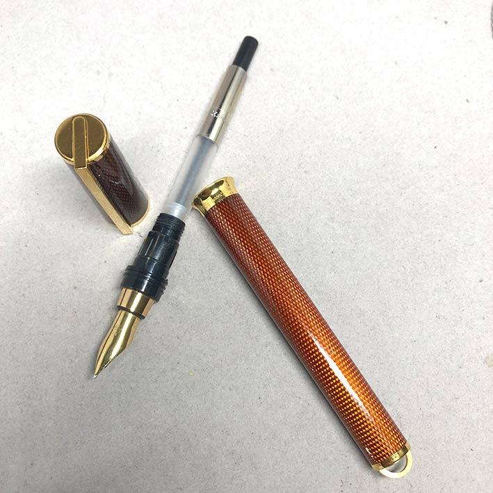 ปากกาหมึกซึม DUPONT LAGUE DE CHINE ตัวเรือนเคลือบแลคเกอร์แดงลาย ขนาดตัวด้ามยาว14 cm  สภาพสวยกล่องใบอ 4