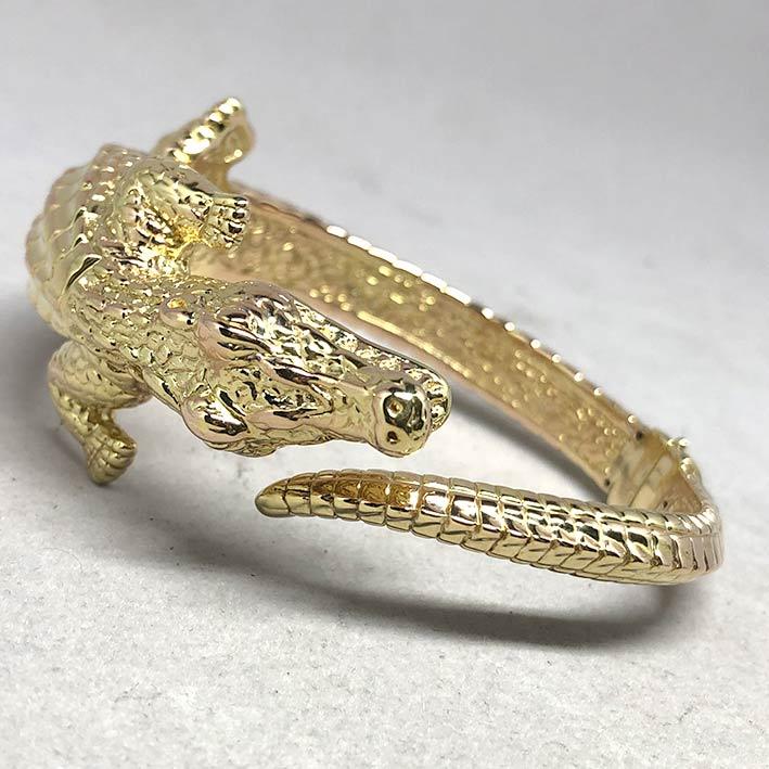 กำไลทองคำ 14k รูปทรงจระเข้ รัดรอบข้อมือ งานโปร่งสวย น้ำหนักทองช่างรวม 10.4 กรัม ขนาดวงรอบข้อมือที่สว 5