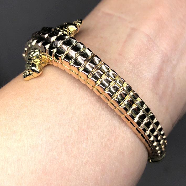 กำไลทองคำ 14k รูปทรงจระเข้ รัดรอบข้อมือ งานโปร่งสวย น้ำหนักทองช่างรวม 10.4 กรัม ขนาดวงรอบข้อมือที่สว 9