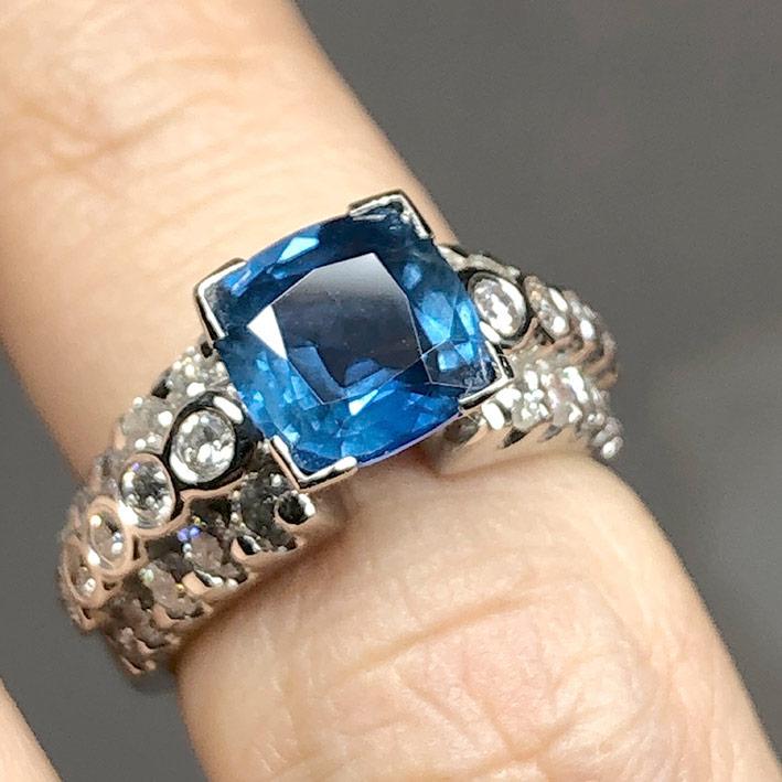 แหวนทองฝังเพชรแท้ 30 เม็ด รวมน้ำหนัก 1 กะรัต ประดับพลอยไพลิน ซีลอนแท้เจียรไน (มาพร้อมใบเซอร์) ตัวเรื