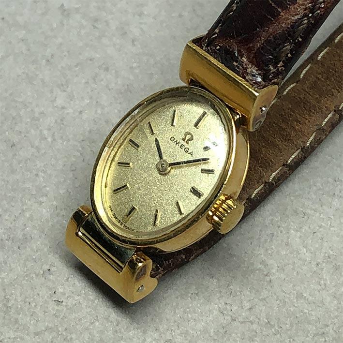 OMEGA Vintage 1950s ไขลาน สำหรับสตรี ขนาดตัวเรือน 15x30mm หน้าปัดบรอนซ์ทองประดับหลักเวลาขีดดำ เดินเว 1