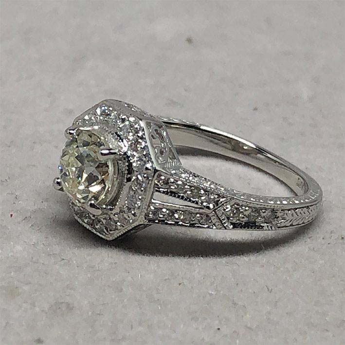 แหวนทองประดับเพชรแท้เม็ดหลักขนาด 0.98 กะรัต L color มาพร้อมใบเซอร์ GIA  เพชรเม็ดรอง 50 เม็ด ตัวเรือน