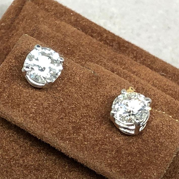 ต่างหูทองประดับเพชรแท้ขนาด 0.65x2 กะรัต น้ำขาว 96-97 น้ำขาวไฟดี ไม่มีตำหนิ ตัวเรือน 18k White gold น 1
