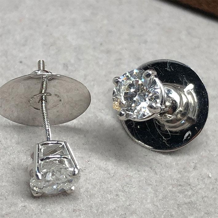 ต่างหูทองประดับเพชรแท้ขนาด 0.65x2 กะรัต น้ำขาว 96-97 น้ำขาวไฟดี ไม่มีตำหนิ ตัวเรือน 18k White gold น 2