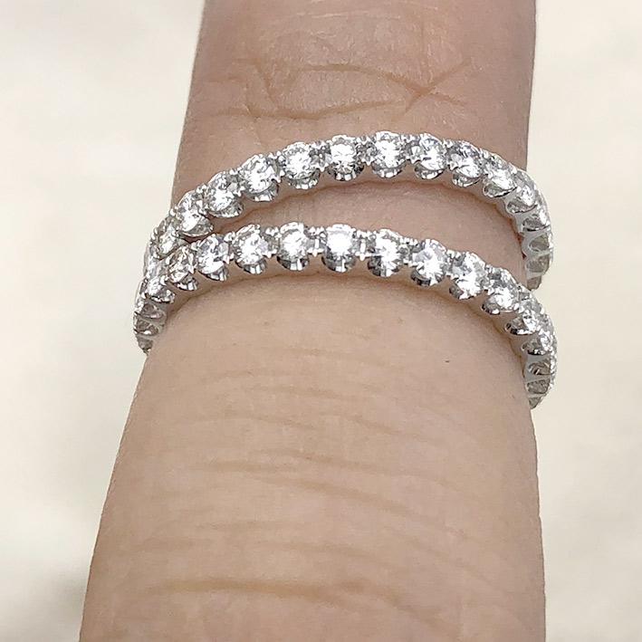 แหวนทองคำขาวใส่คู่ ฝังเตยรอบด้วยเพชรแท้ 60 เม็ด รวมน้ำหนัก 1.28 กะรัต ตัวเรือนทอง 18k wihte gold ช่า 1