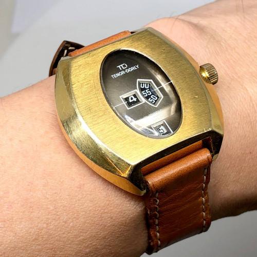 TD TENOR-DORLY Digital Jump-Hour Swiss Made Automatic Date ขนาดตัวเรือน 39 mm.