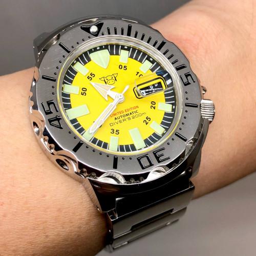 MAIALE BRAVA GENTE (MBG) Diver's 200m Limited Automatic Date Men's Watch ขนาด 42 mm.
