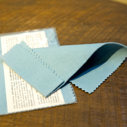 ผ้าเคมีสำหรับเช็ดนาฬิกา และเครื่องประดับ เช็ดได้เงางามกว่าผ้าชามัวร์ ขนาดผืน 21x19.5 cm (เช็ดอย่างเด
