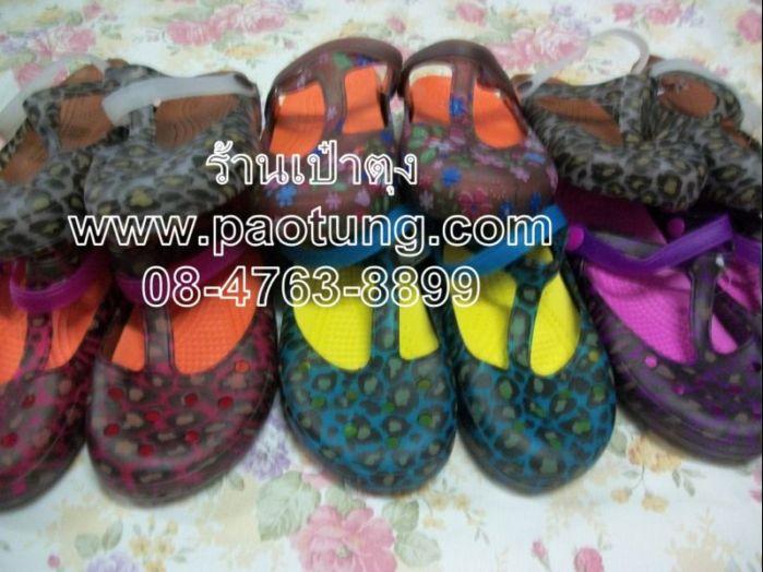 รองเท้าแฟชั่นคุณสาวๆสไตล์ Crocs ลายเสือ ดอกไม้ขายส่ง