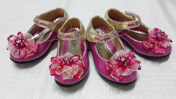 รองเท้าแฟชั่นคัชชูเด็กประดับมุกไฮโซน่ารักขายส่ง