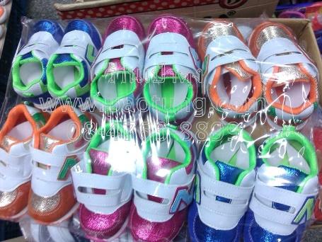 รองเท้าแฟชั่นผ้าใบเด็กสไตล์ New Balance ขายส่ง