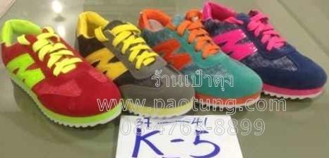 รองเท้าผ้าใบวัยรุ่นขายส่งยกโหล / คู่ละ 250 บาท