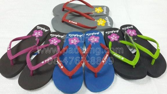 รองเท้าแตะฟองน้ำหูสลับสี สกรีนพื้นดอกชบา ขายยกโหล