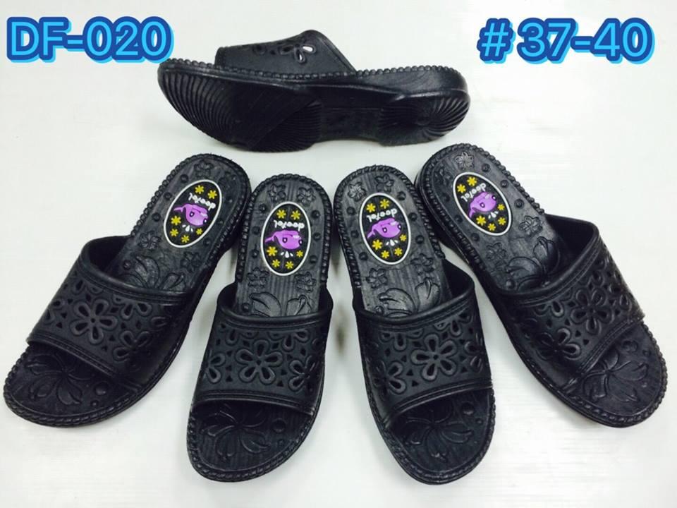 รองเท้าแตะแบบสวมสีดำขายถูก