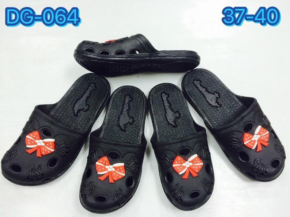 รองเท้าแตะแบบสวมสีดำขายส่ง