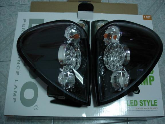 โคมไฟท้าย LED Triton (ดำ)