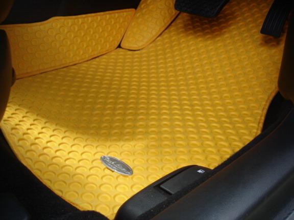 พรมเข้ารูป ลายกระดุมรังผึ้ง (เหลือง) Mazda 3 5D