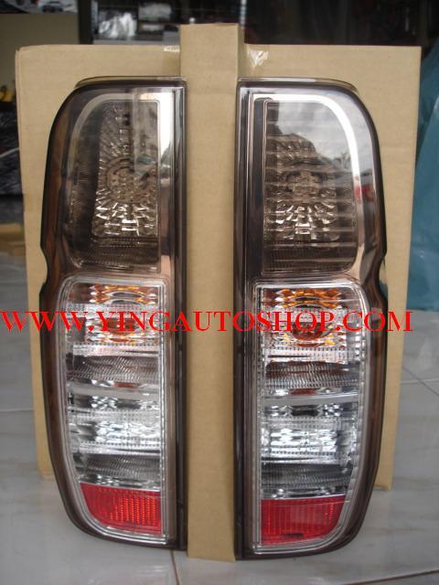 โคมไฟท้าย LED Navara  (ขาว ดำ)