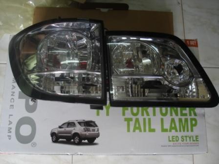 โคมไฟท้าย LED Fortuner (ขาว-ใส)
