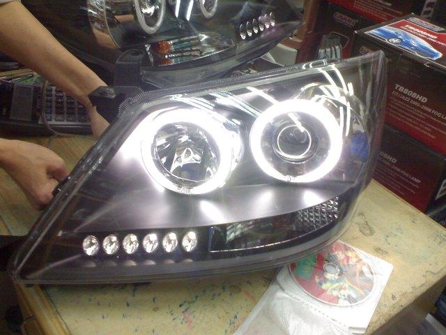 โคมไฟหน้า Fortuner Projector+LED ยี่ห้อ Eagle Eyes